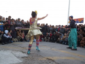Clay and Sabine performing during a show on Lesvos.